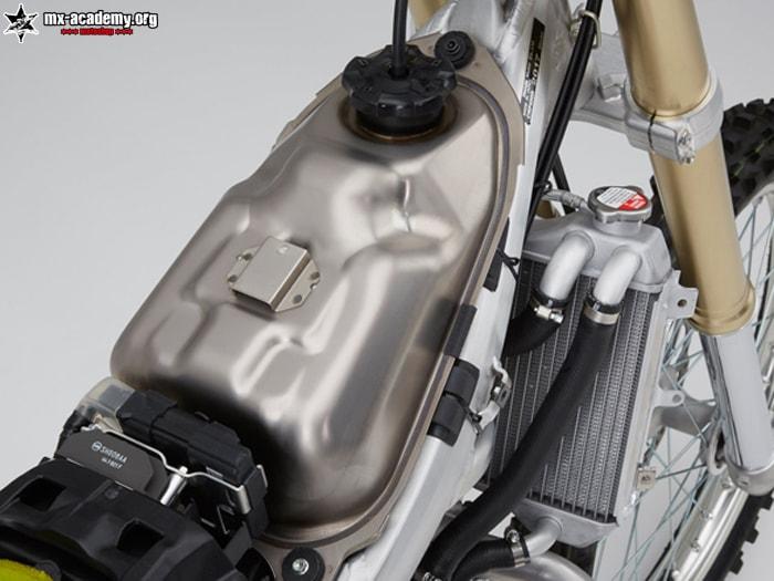 2017 CRF450R, Gewichtsreduktion mit Titantank